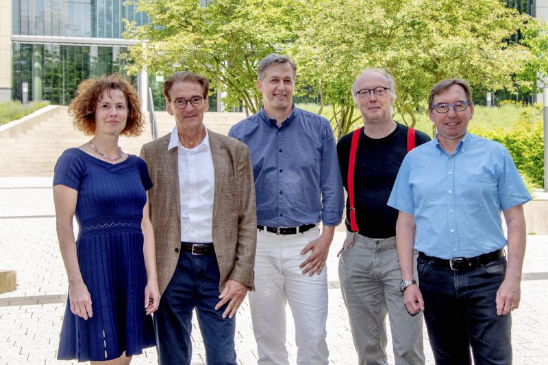 "The research team of the ""Deep Movement Diagnostics"" project (from left): Prof. Melanie Wilke an Prof. Mathias Bähr, both University Medical Center Göttingen, Prof. Alexander Gail, German Primate Center, Prof. Florentin Wörgötter, University of Göttingen, and Prof. Hansjörg Scherberger, German Primate Center. Photo: Karin Tilch"